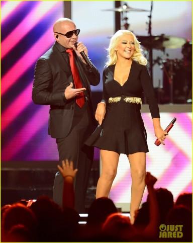 christina-aguilera-pitbull-billboard-music-awards-2013-performance-video-01